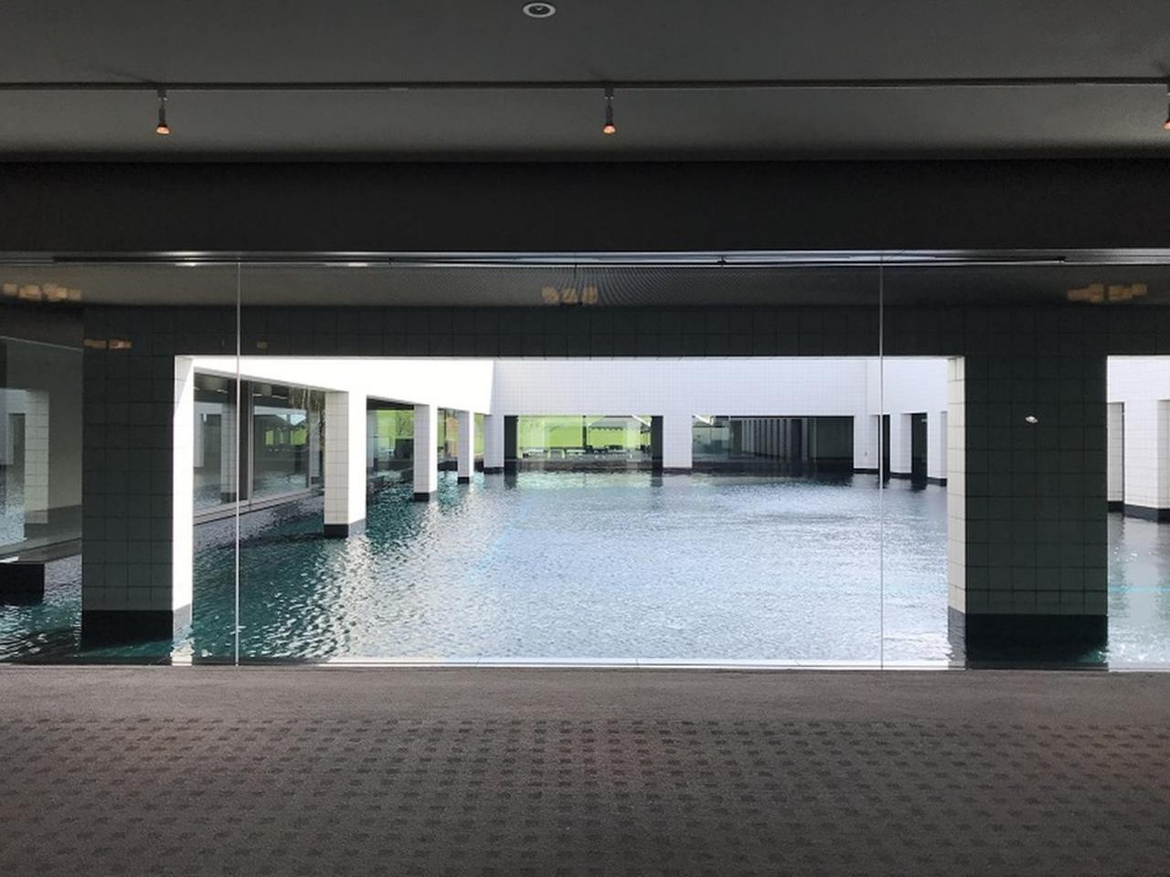画像: クラブハウスの中池。モダンな空間演出がお見事!
