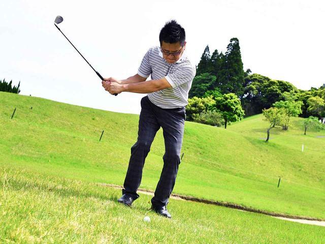 画像2: 【アプローチ】ゆっくり振るほど上手くなる⑤ ピン近左足下がりは絶対ゆっくりの56ビート。トップするのは速く振るから!