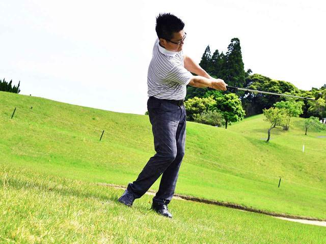 画像4: 【アプローチ】ゆっくり振るほど上手くなる⑤ ピン近左足下がりは絶対ゆっくりの56ビート。トップするのは速く振るから!