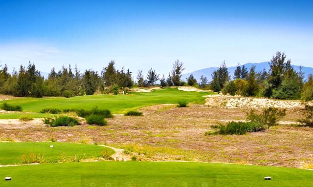 画像: BRGダナンゴルフクラブのデューンズ&オーシャンコースはグレッグ・ノーマンの設計。砂丘に造られた本当のリンクス。写真は3番(459Y・P4)