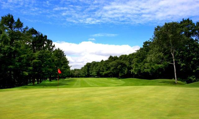 画像: リバーヒルゴルフ倶楽部 5番(367Y・P4)ベント芝のグリーンは常時9フィート以上の速さ