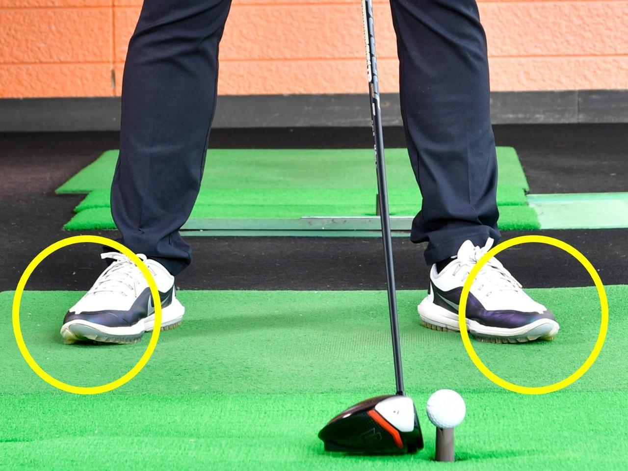 画像: 両足を上の写真の程度に開いてアドレス