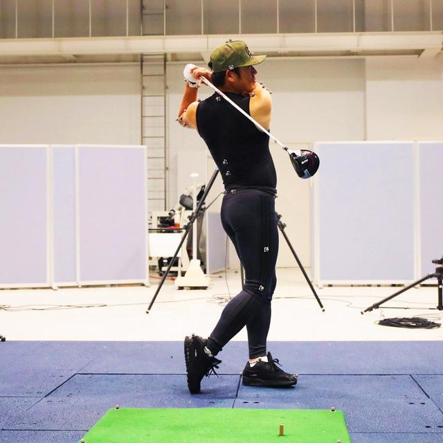 画像6: 【チェ・ホソン】反力打法のDr.クォンがフィッシャーマンズスウィングを解剖。片足で回ると飛距離が伸びるその仕組み