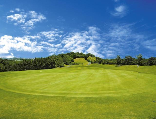 画像: 天野山カントリークラブ 雄大な自然に囲まれ、関西随一の規模を誇る