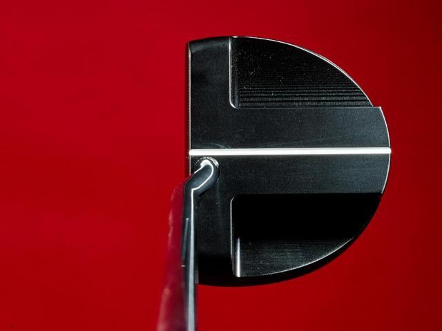 画像: 【ヘッド】仕上げがきれいで狙いやすく、まっすぐ動かしやすいマレットヘッド
