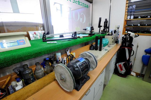 画像: 熟練のクラフトマンがいるゴルフ工房でクラブ調整もできる