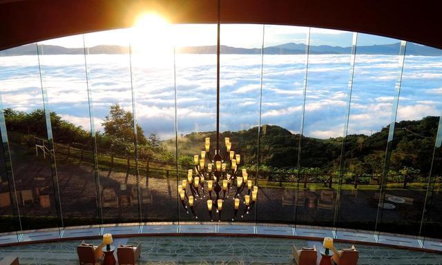 画像: ロビーから見える雲海