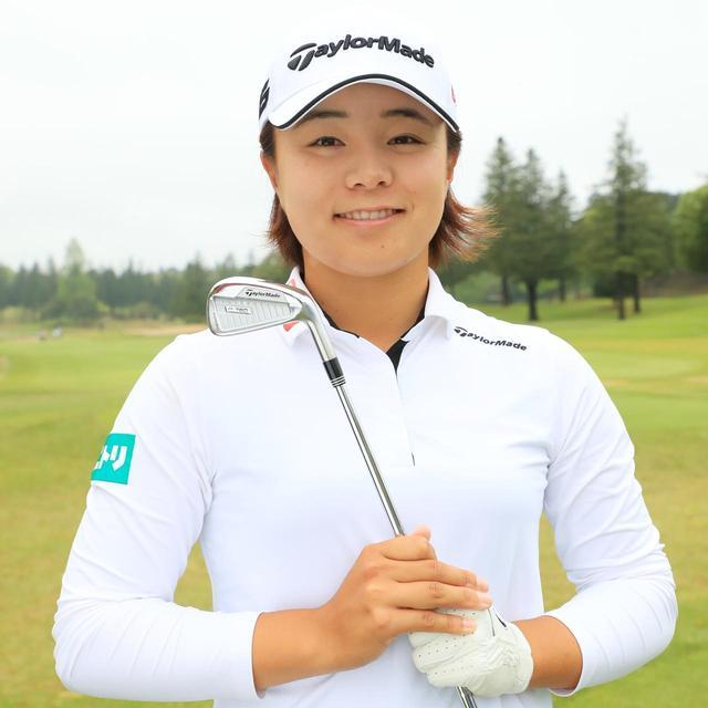 画像: 永峰咲希 「シュッとした顔で操作しやすそうなので選びました。見た目は締まっているのに、球が上がってスピンも入るし、打感もイイです」