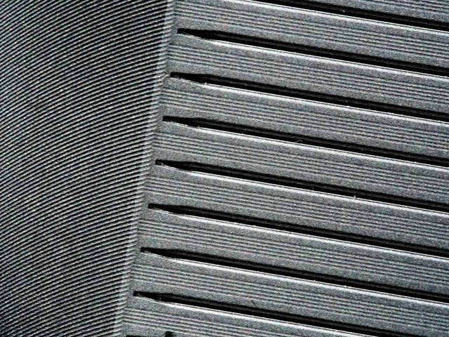 画像: ロフトごとに溝の幅と深さを変える独自製法と、溝と溝の間に精密加工のパラレルミーリングを採用。耐久性を向上させ、優れたスピン性能を実現