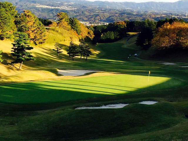画像: 桃園9番(556Y・P5) ゴルフダイジェストトーナメントでジャンボがチップイン(当時は2グリーン)