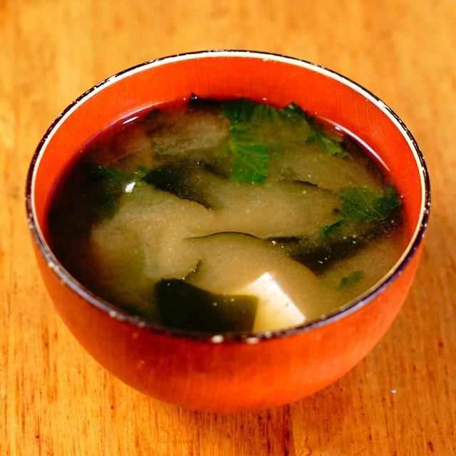 画像: 和食の教科書に載りそうな王道間溢れる味噌汁。具はネギ・わかめ・豆腐。これまた常連から支持率高し