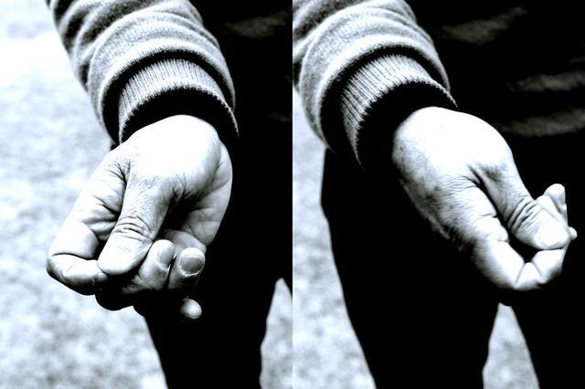 画像: ゆるゆるにフワッと握る