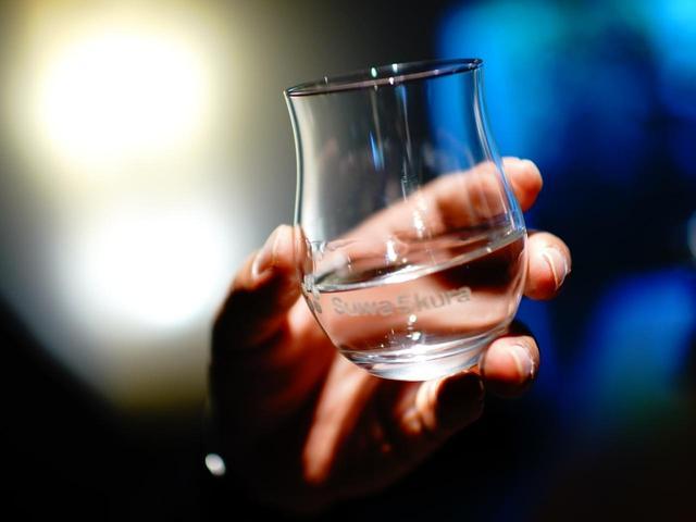 画像: SUWA5KURAのグラスでグイッ