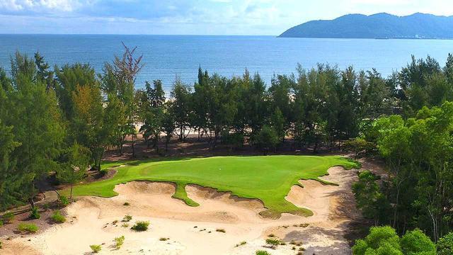 画像: 8番(162Y・P3)砂浜にそのまま続いていくグリーン周り