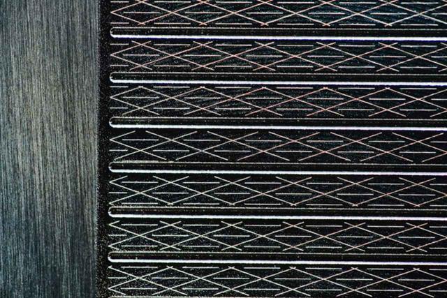 画像: オノフ独自のフェースレーザーミーリング仕上げで、フェースを開いても閉じても安定したスピンがかかる