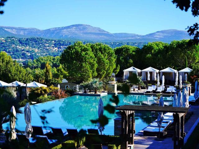 画像: ホテルとスパ、プールのある中期滞在型リゾート
