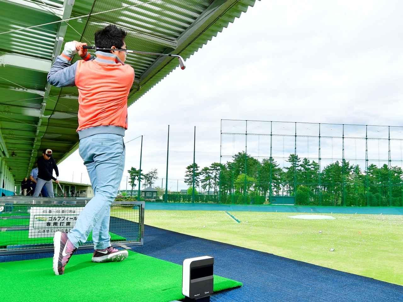 画像: 「コースで結果を出しやすいアイアンです」 試打は片手シングル&クラブフィッターの小倉勇人氏