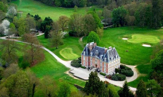 画像: ゴルフホテル・ドゥ・サン・サエンス 今はホテルになっているお城から広がるコース。欧州PGAツアーの会場にもなった名コース