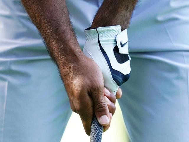 画像: 【グリップ研究】小平智は気づいた。タイガーも松山も両手を絞るように握っている。これがPGAツアーの王道グリップ - ゴルフへ行こうWEB by ゴルフダイジェスト