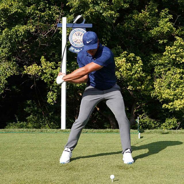 画像7: 【振り切る①】当てにいくから曲がる。プロが実践する「振り切って球まっすぐ!」メソッド