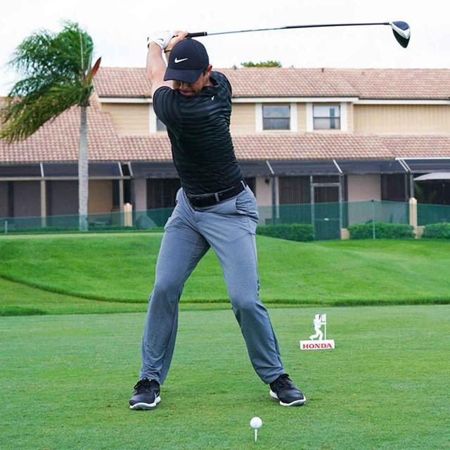 画像1: 【振り切る①】当てにいくから曲がる。プロが実践する「振り切って球まっすぐ!」メソッド