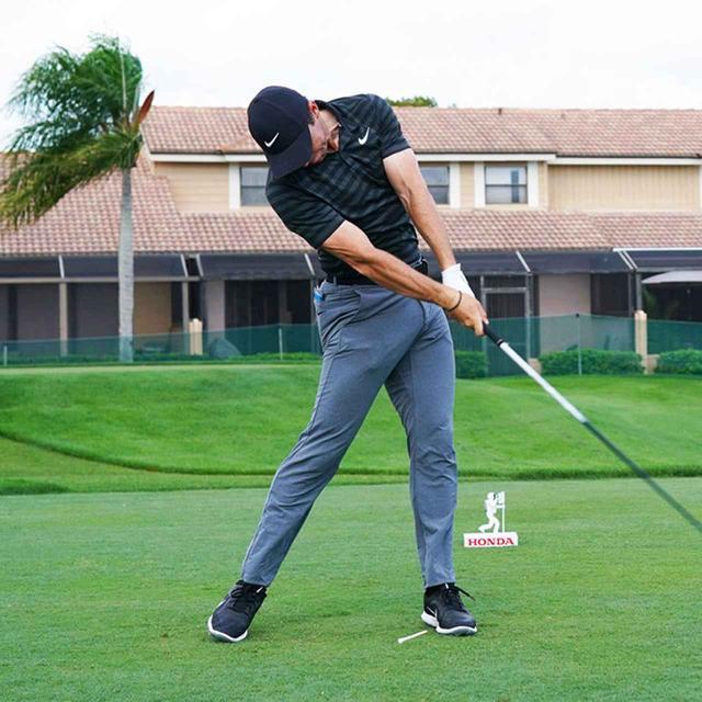 画像3: 【振り切る①】当てにいくから曲がる。プロが実践する「振り切って球まっすぐ!」メソッド