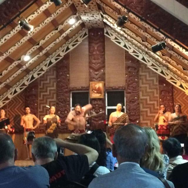画像: マオリショー マオリの文化にふれるのも楽しみのひとつ