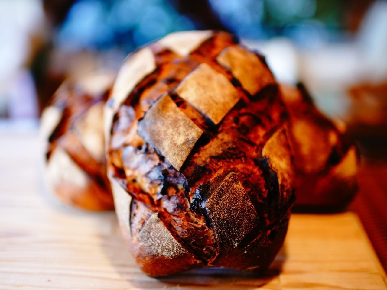 画像: 世界の原料や信州産の食材を厳選し、伝統的な製法で焼き上げられています