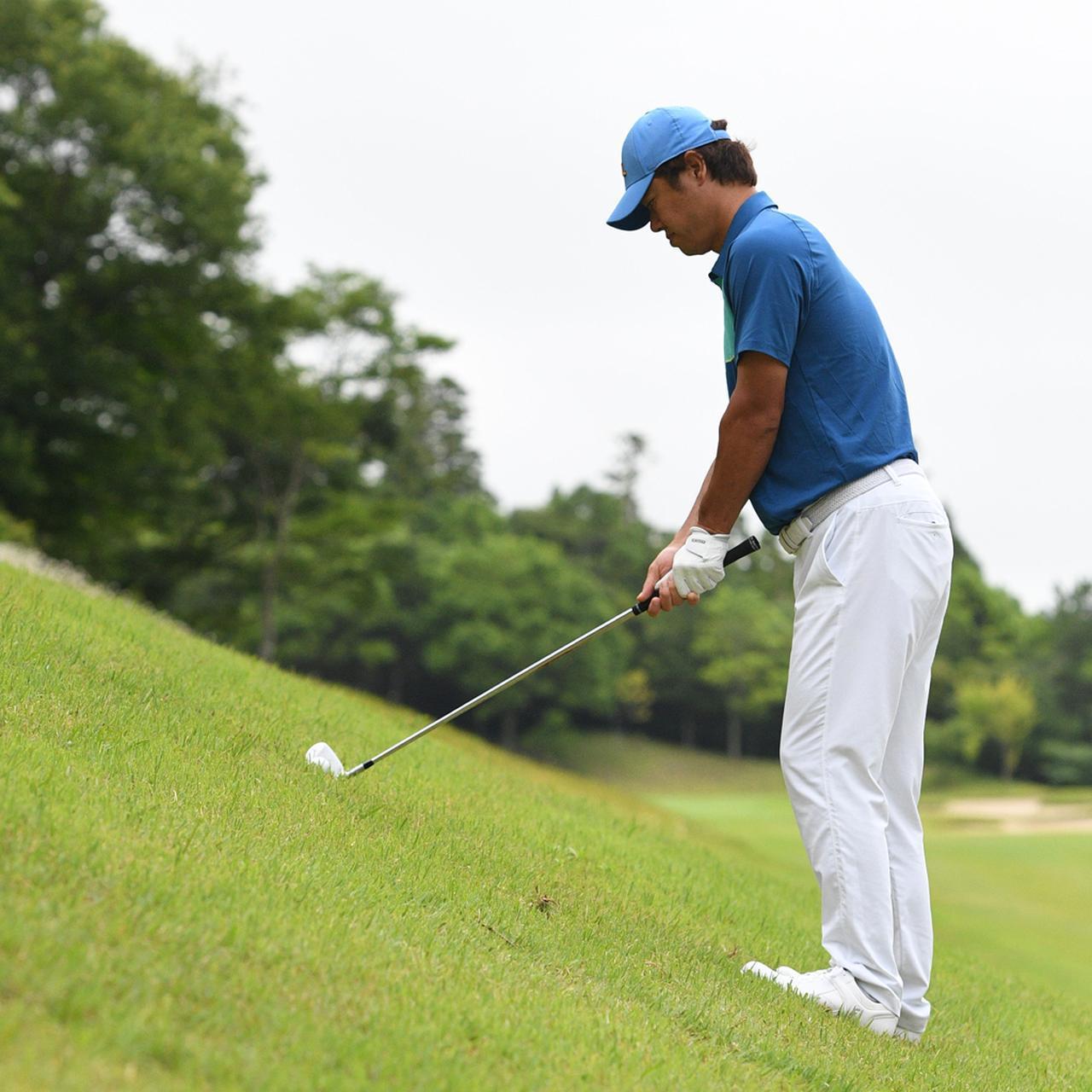 画像1: 【傾斜地アイアン】夏ゴルフ、つま先上がりの斜面ラフに止まった。かなりの急傾斜から上手く打つには…。(後編)