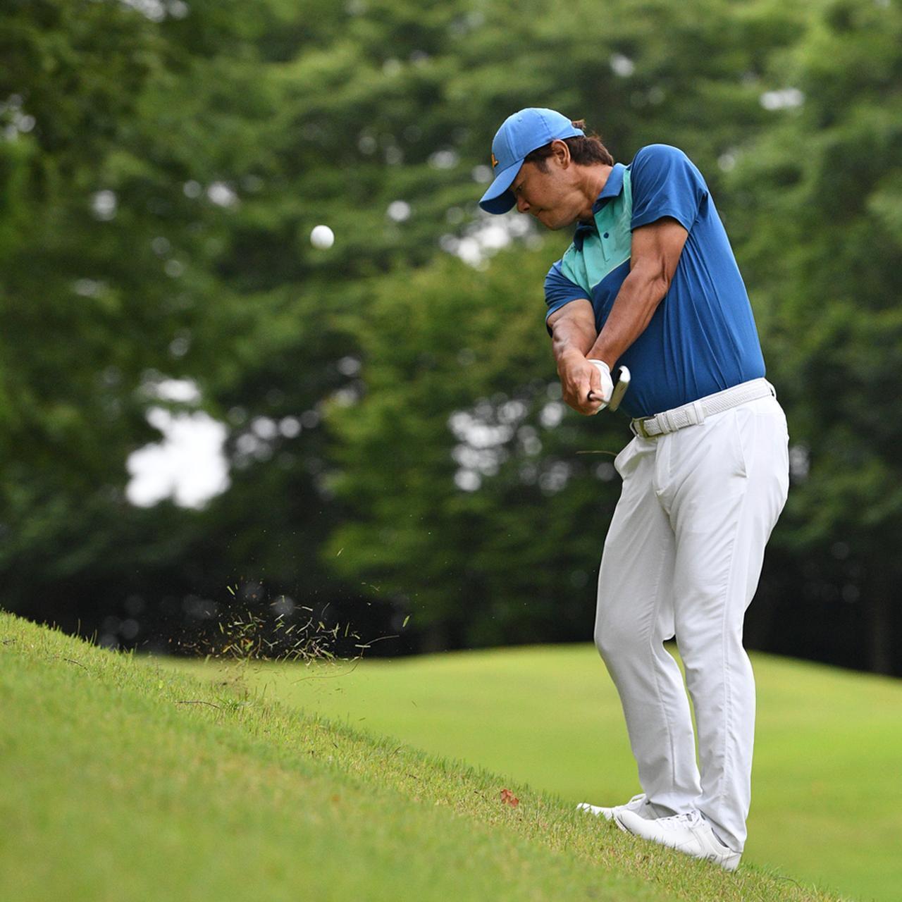 画像7: 【傾斜地アイアン】夏ゴルフ、つま先上がりの斜面ラフに止まった…。さあ、どう打つ?(前編)
