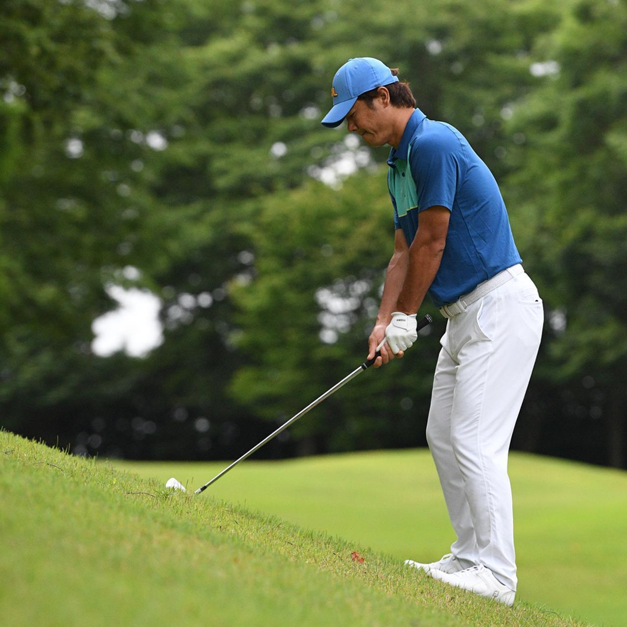 画像5: 【傾斜地アイアン】夏ゴルフ、つま先上がりの斜面ラフに止まった…。さあ、どう打つ?(前編)