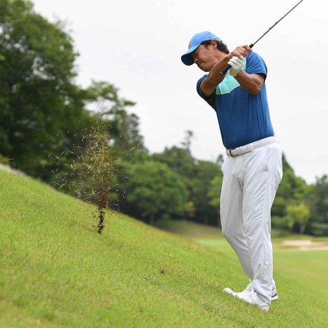 画像4: 【傾斜地アイアン】夏ゴルフ、つま先上がりの斜面ラフに止まった。かなりの急傾斜から上手く打つには…。(後編)