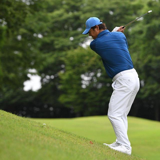 画像6: 【傾斜地アイアン】夏ゴルフ、つま先上がりの斜面ラフに止まった…。さあ、どう打つ?(前編)