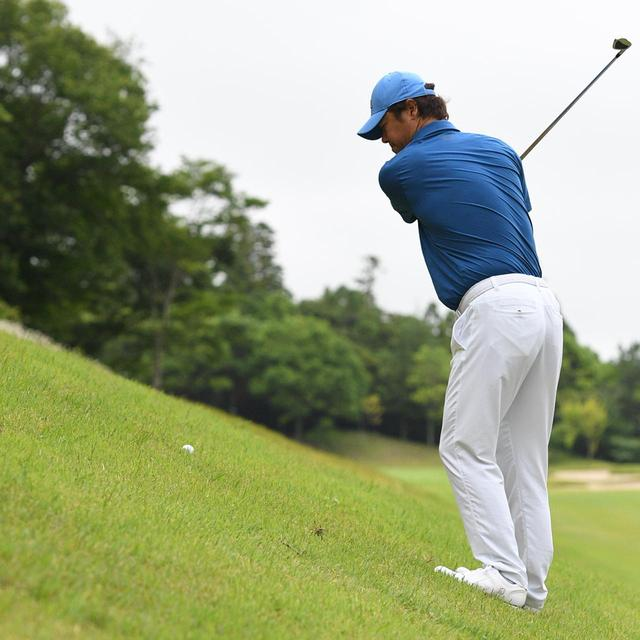 画像2: 【傾斜地アイアン】夏ゴルフ、つま先上がりの斜面ラフに止まった。かなりの急傾斜から上手く打つには…。(後編)