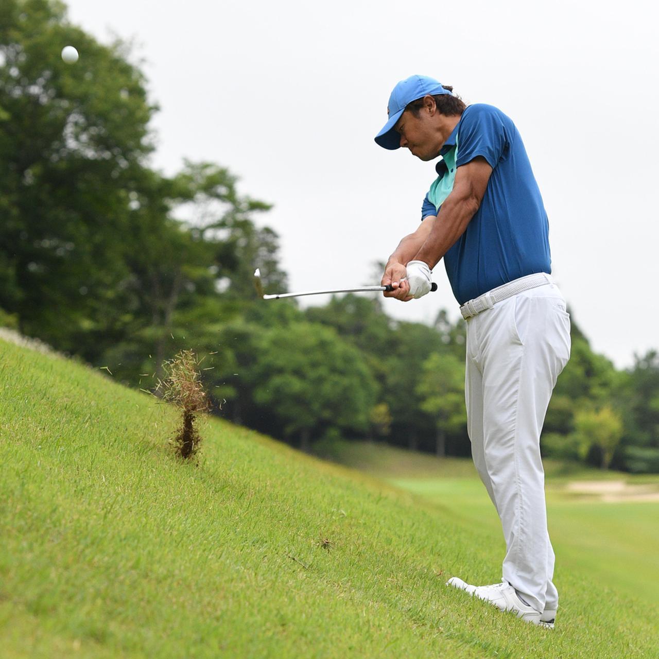 画像3: 【傾斜地アイアン】夏ゴルフ、つま先上がりの斜面ラフに止まった。かなりの急傾斜から上手く打つには…。(後編)