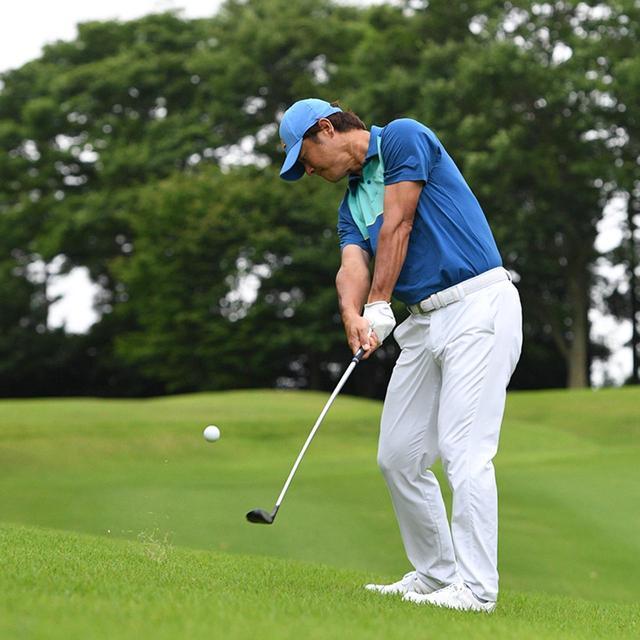 画像3: 【傾斜地アイアン】夏ゴルフ、つま先上がりの斜面ラフに止まった…。さあ、どう打つ?(前編)