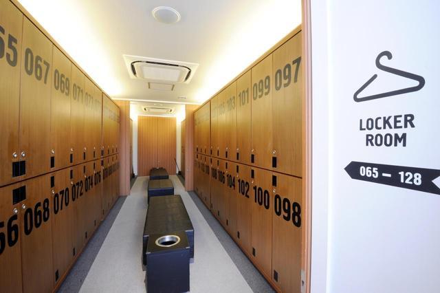 画像: 大きな数字が目新しいロッカールーム