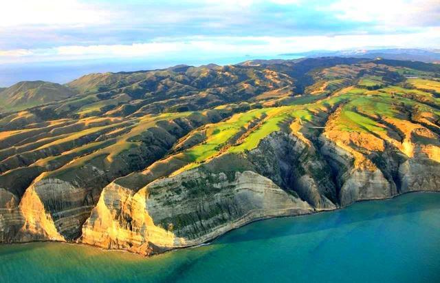 画像: 【ニュージーランド・ネーピア】200メートル崖上で尾根伝いゴルフ、曲げたら海面落下。ケープキッドナッパーズは唯一無二のシーサイド - ゴルフへ行こうWEB by ゴルフダイジェスト