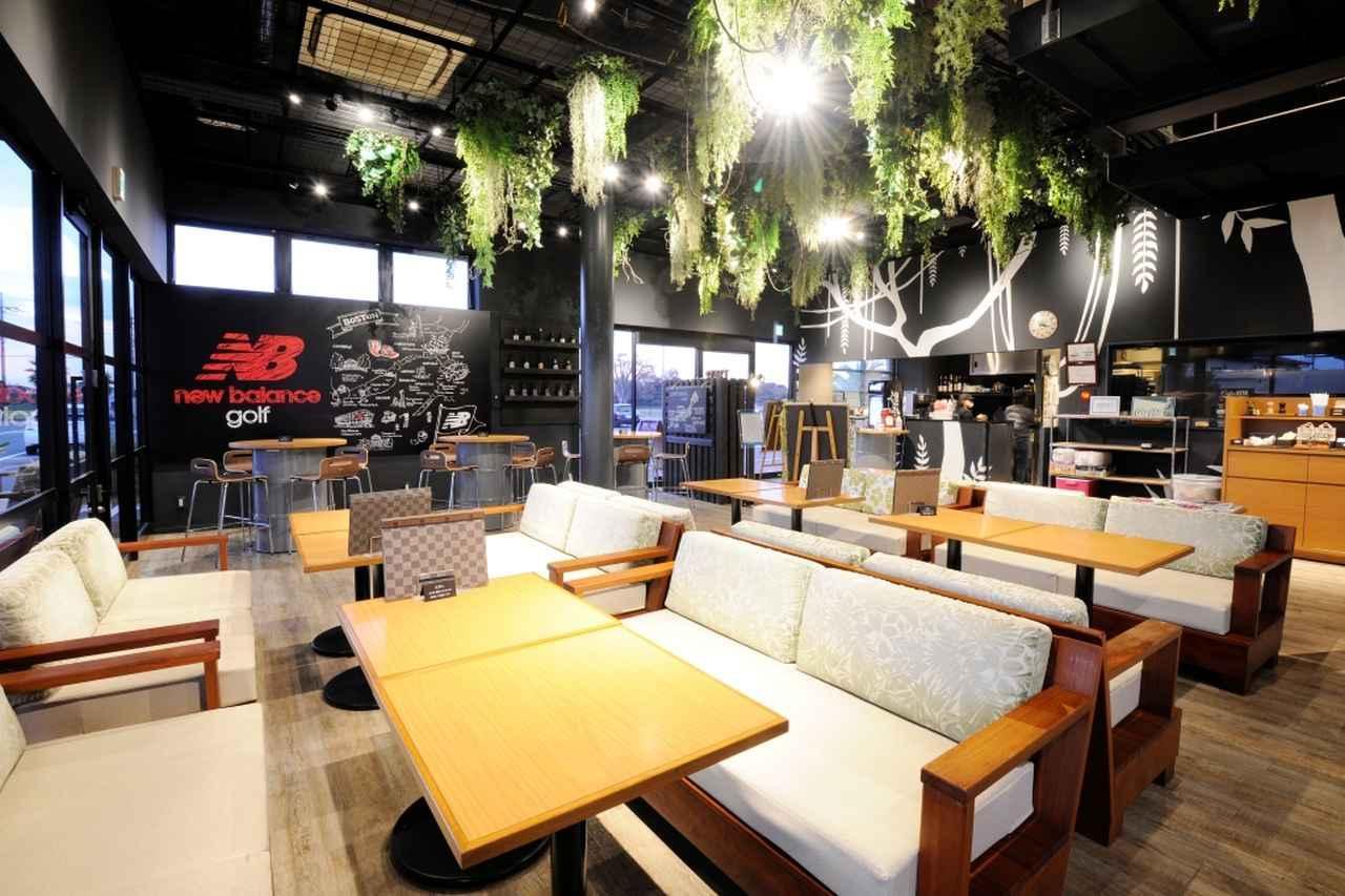 画像: クラブハウス内はご覧の通り、カフェのような雰囲気