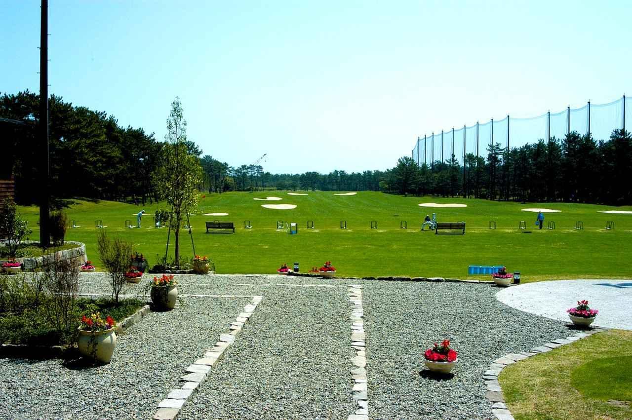 画像: 350ヤードのドライビングレンジ「フェニックスゴルフアカデミー」