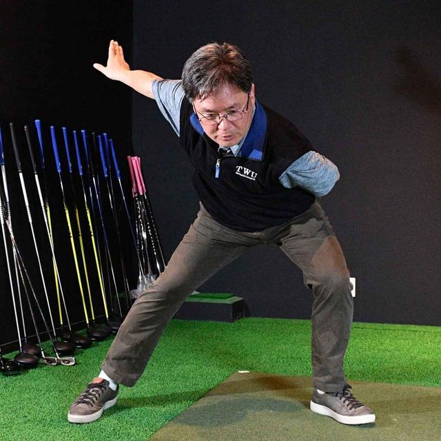 画像: シフトしてから体を回転させる動きはスピードスケートと同じだ