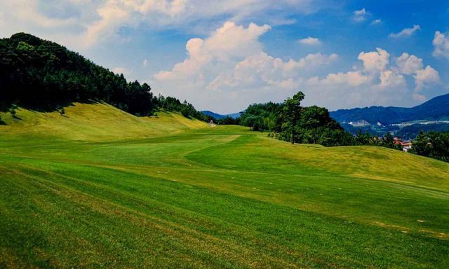 画像1: 大宰府の丘陵地に展開する大宰府GC(18H・6824Y・P72)