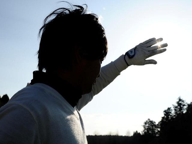 画像: 「林の中からフェアウェイに出たときにまぶしく感じたり、クラッと立ち眩みしたりするのは、眼が日陰と日なたの光量差についていけずに起こるものと考えられます」(阪上さん)