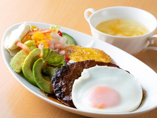 画像: 浦和ゴルフ倶楽部のロコモコ丼(1620円)