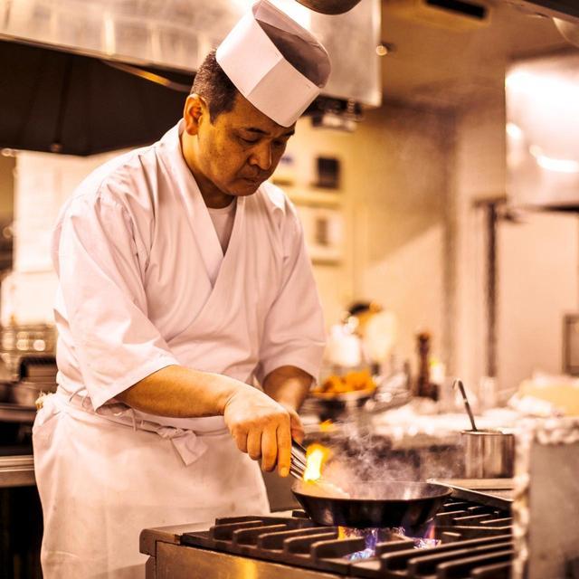画像: 「自家製レモンバターがコクの決め手です」と料理長の越川さん