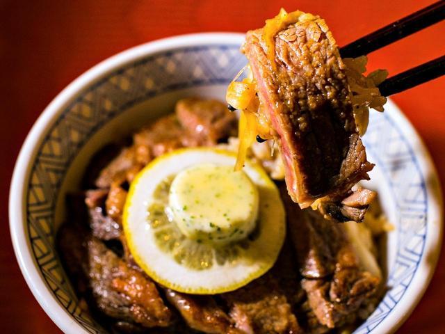 画像: グリッサンドGCのレモンステーキ丼(2000円)