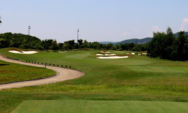 画像: バーナーヒルズゴルフクラブ 3番(455Y・P4)