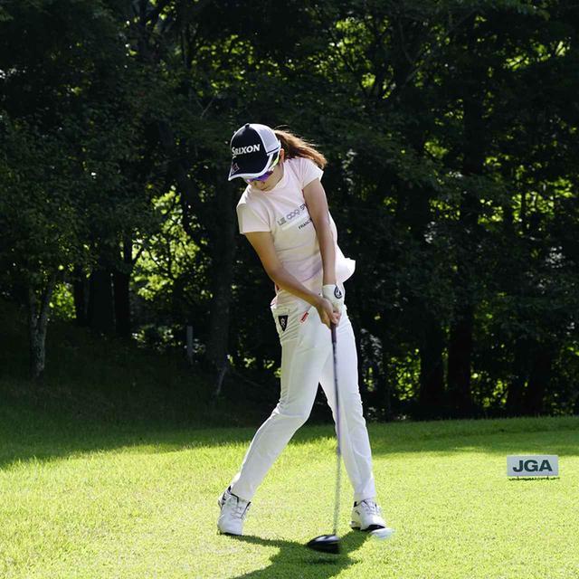 画像: 左腕、クラブ、左脚が一直線