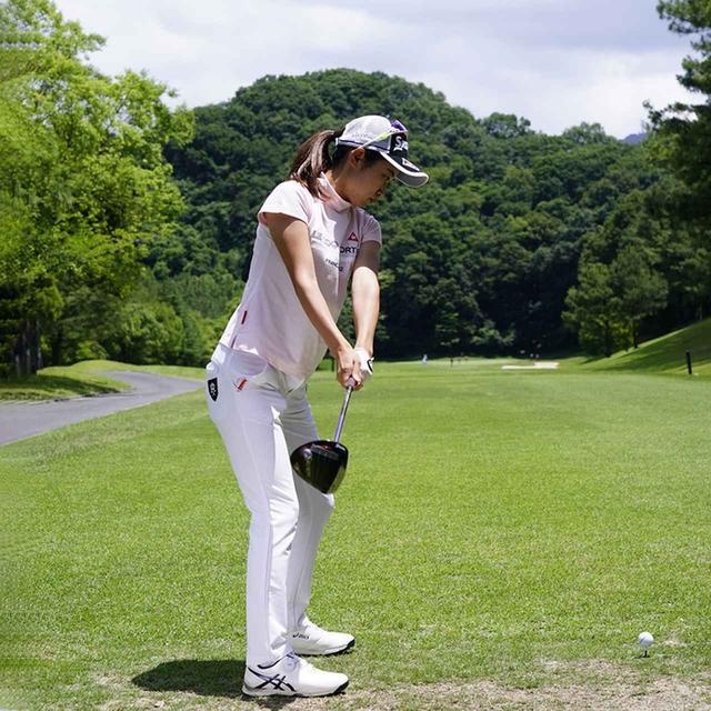 画像7: 【安田祐香】スムーズなヒップターンが安定したショットを生み出す、注目の現役女子大生。