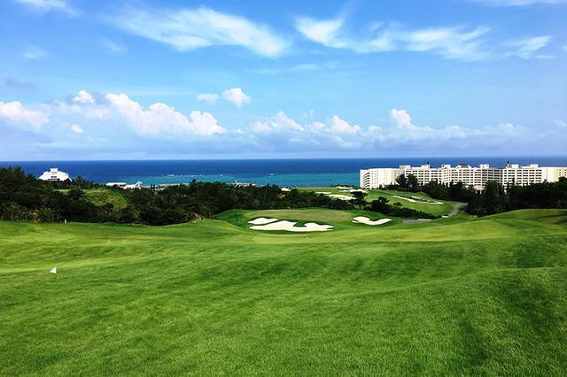 画像: 【PGMゴルフリゾート沖縄】青木功が改造監修した「絶景の美女」は、そう簡単に落ちなかった。HEIWA・PGMチャンピオンシップの舞台、県内屈指のトーナメントコース - ゴルフへ行こうWEB by ゴルフダイジェスト